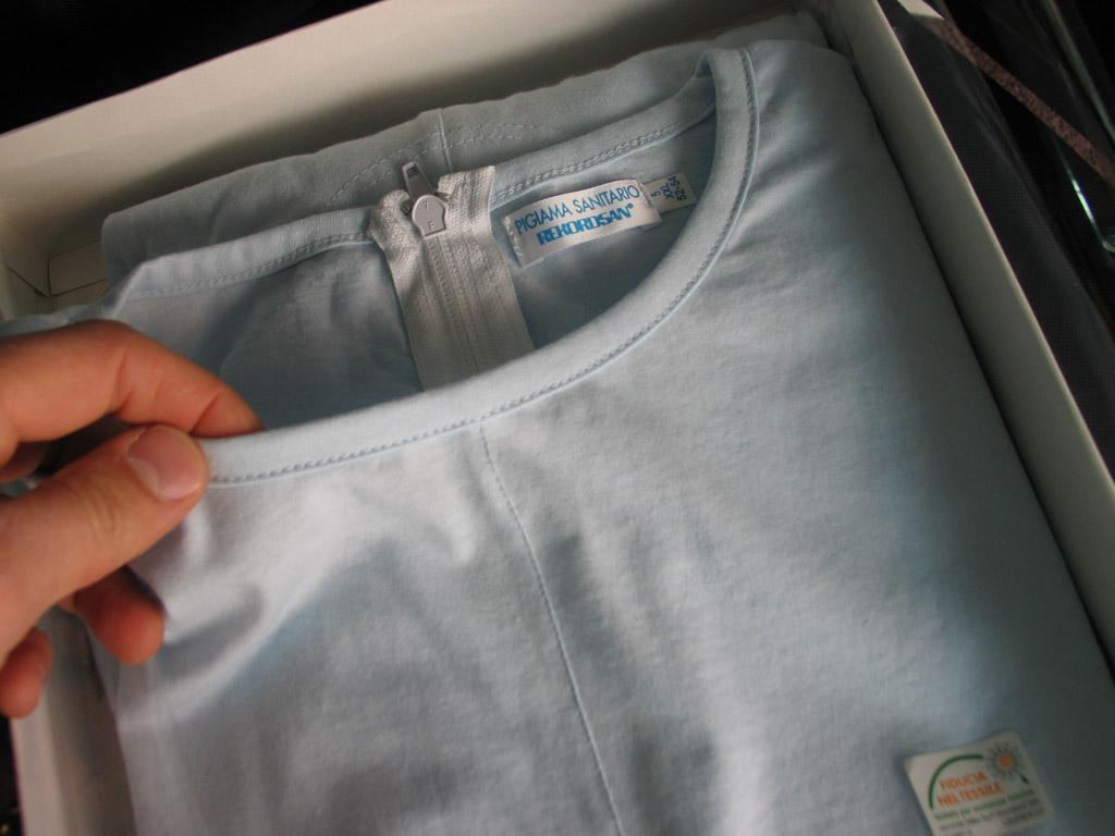 Dettaglio-qualità-pigiama-intero-per-anziani